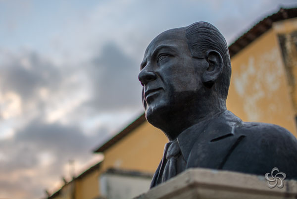 Busto del maestro Esteban Alfonzo García.