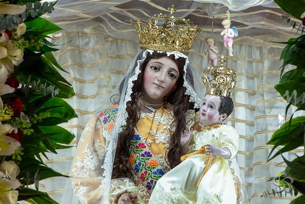 Altar principal de la Virgen del Rosario.
